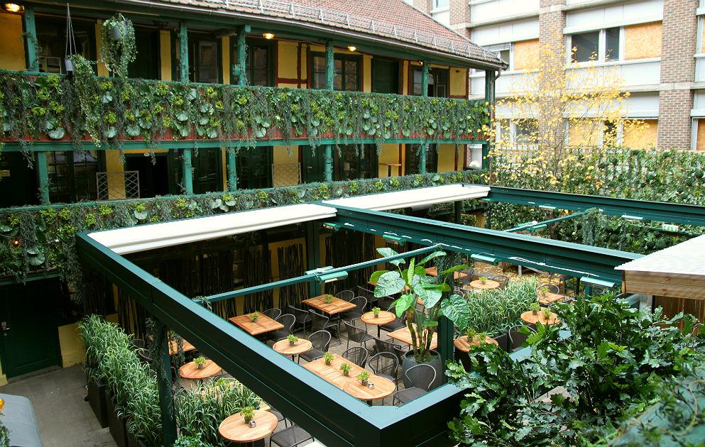 Dekorering av bakgården på Justisen, Oslo. Prosjekt grønn oase.